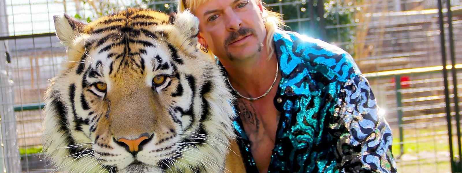 Joe Exotic mit einem seiner Tiger.