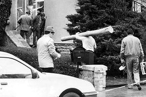 Tatortermittler im Einsatz am Wohnhaus von Colonel Wagner.