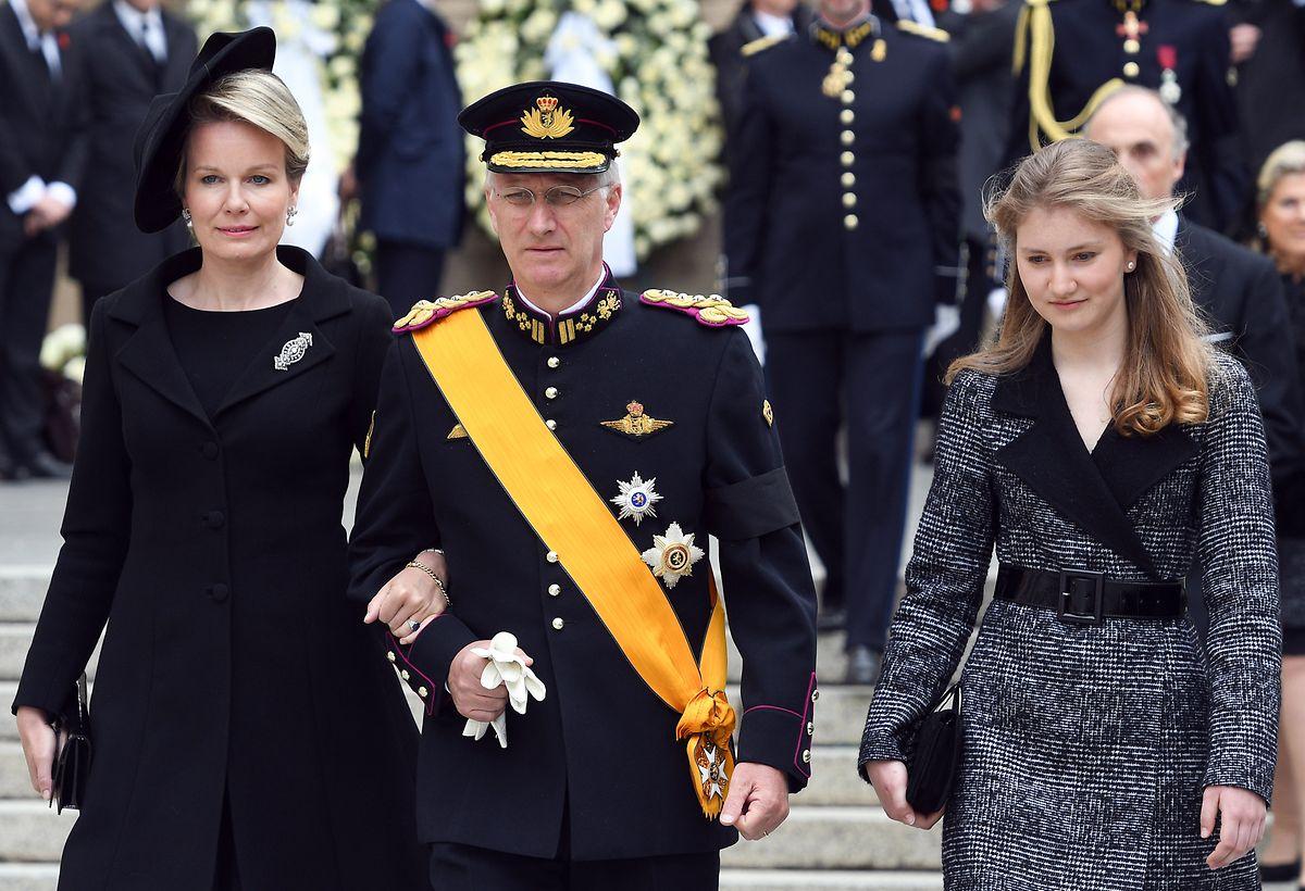 Elisabeth mit ihren Eltern, Königin Mathilde und König Philippe, beim Staatsbegräbnis von Altgroßherzog Jean.