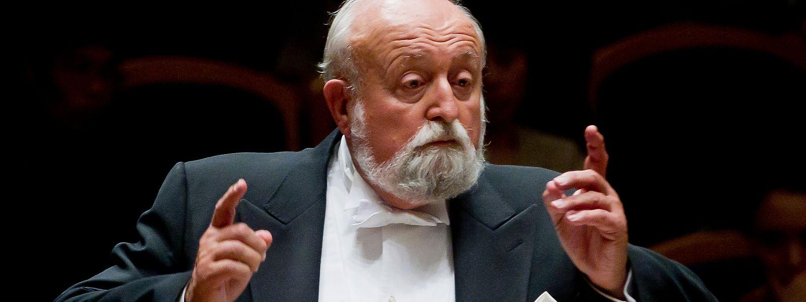 Der polnische Komponist Krzysztof Penderecki dirigiert 2011 das chinesische Symphonieorchester.