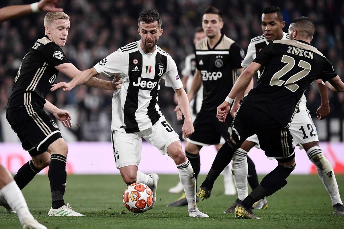 Miralem Pjanic a sauvé sa formation à l'heure de jeu en taclant en position de dernier défenseur. Son geste impeccable n'a pas suffi, c'est l'Ajax qui se qualifie.