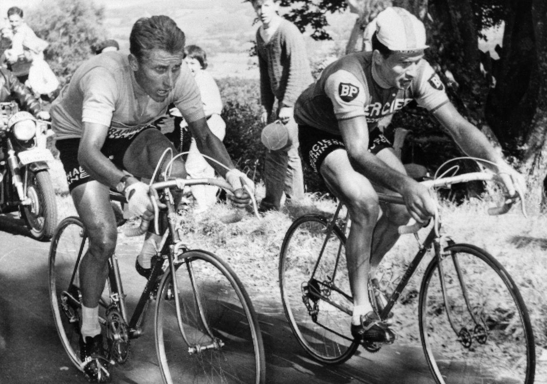 Em Julho de 1964 com o compatriota Jacques Anquetil numa das etapas da Volta a França.