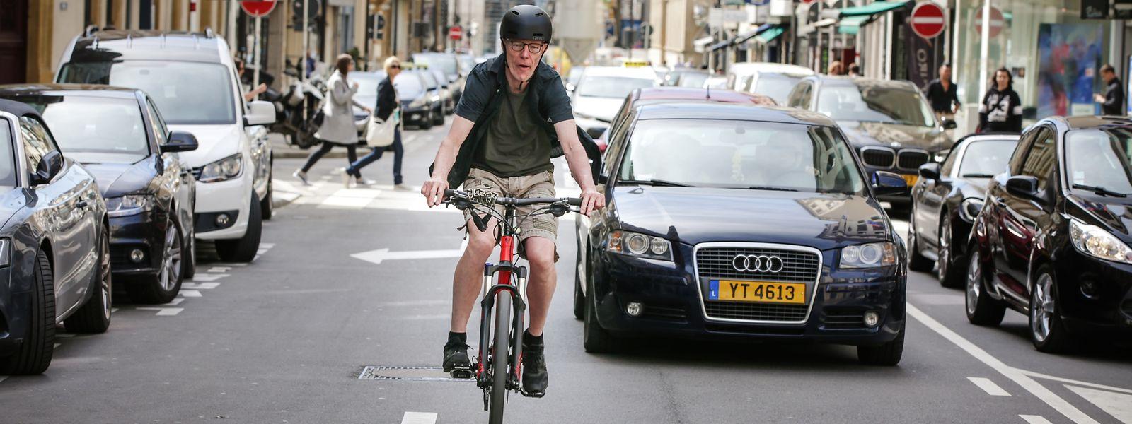 Künftig müssen Autofahrer 1,50 Meter seitlichen Abstand beim Überholen eines Autos halten.