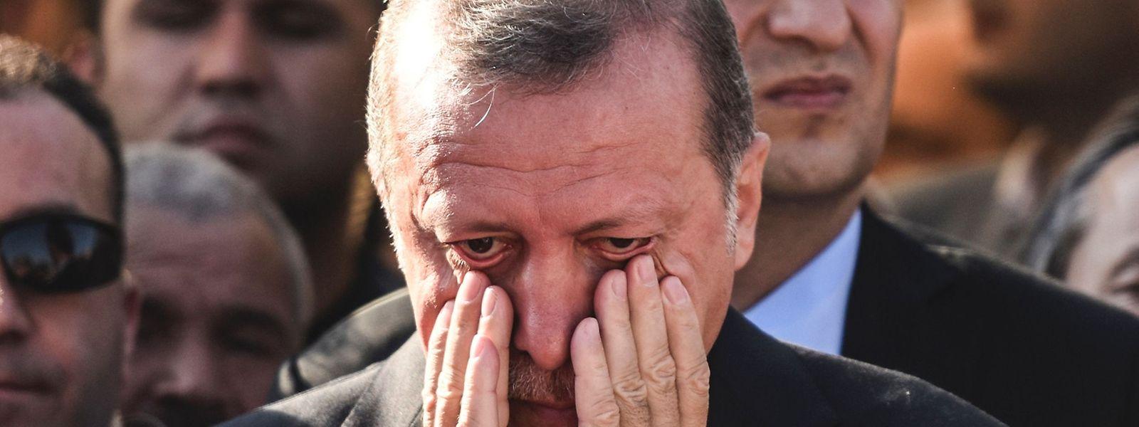 Der türkische Staatspräsident Recep Tayyip Erdogan während einer Beerdigung eines der Opfer des gescheiterten Staatsstreichs.