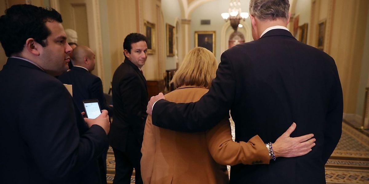 Republikaner und Demokraten hatten über Monate über das Budget gestritten und mehrfach Übergangsfinanzierungen verabschiedet, damit der Regierung nicht das Geld ausgeht.