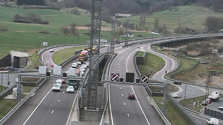 Vor dem Tunnel Grouft stauten sich kurz nach dem Unfall die Fahrzeuge.