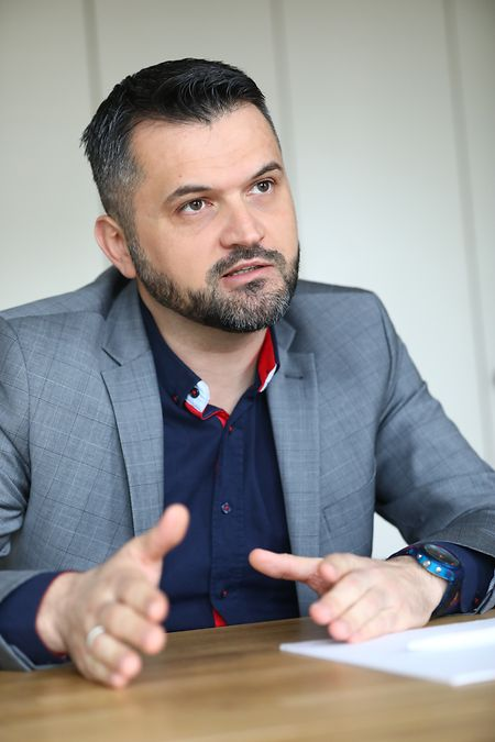 Faruk Licina: «Les imams sont exclusivement financés par des cotisations et des dons des membres de l'association qui les emploie».