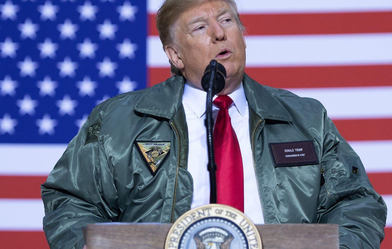 Donald Trump besucht seine Truppen.