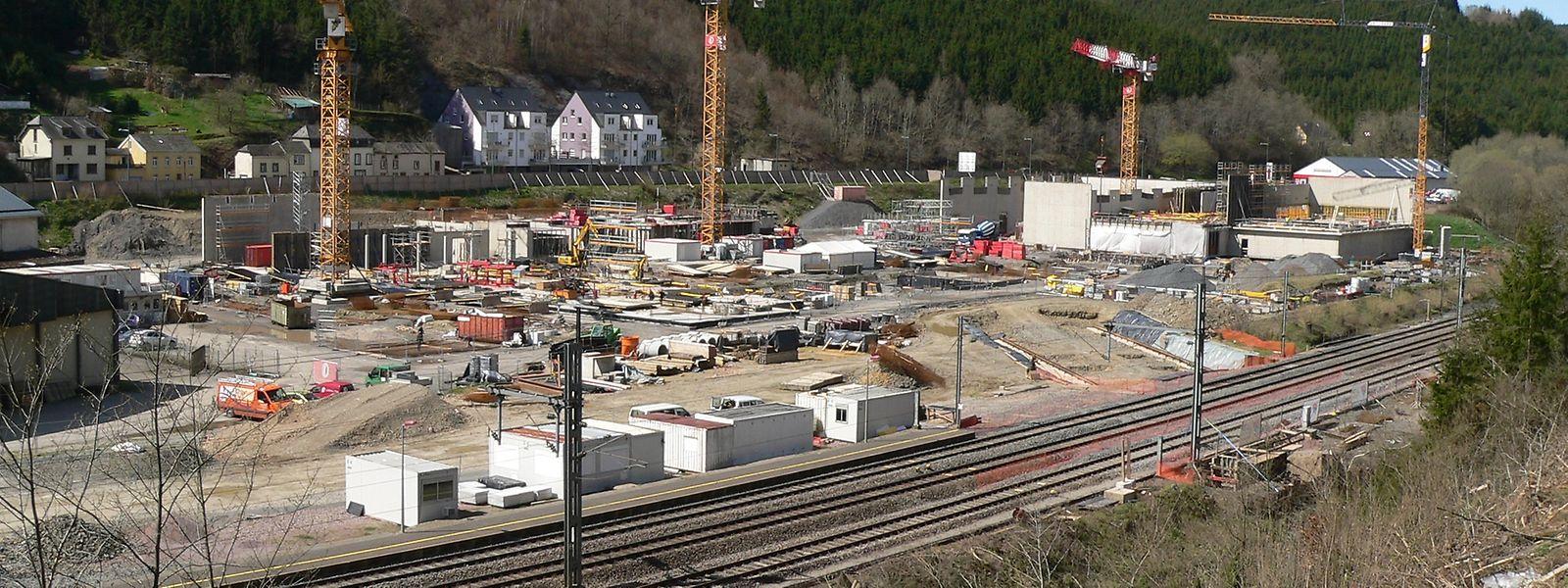 """In der Nähe des künftigen """"Lycee Edward Steichen"""" wird eine Brücke neu gebaut."""