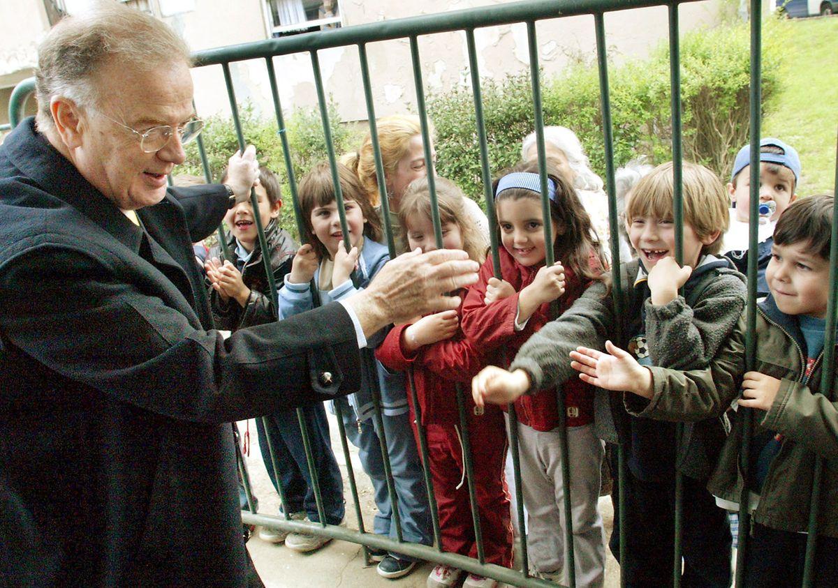 O Presidente da Republica,Jorge Sampaio, durante a visita que hoje efectuou a Escola EB2/3 de Paranhos, no Porto em 2004.