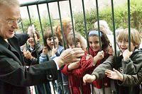 Jorge Sampaio durante a visita que hoje efetuou a Escola EB2/3 de Paranhos, no Porto em 2004.