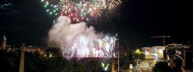 In diesem Jahr wird das Feuerwerk während 17 Minuten vom Pont Adolphe abgeschossen.