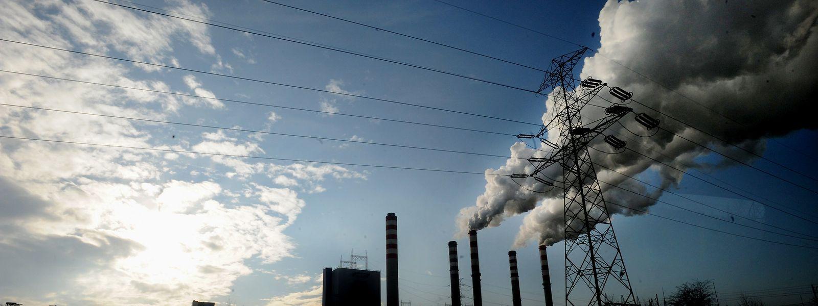 Das polnische Kohlekraftwerk Patnow im Zentrum des Landes. Die Staats- und Regierungschefs der EU haben sich für das Ziel der Klimaneutralität bis 2050 entschieden. Doch Polen bekommt eine längere Frist zugestanden.