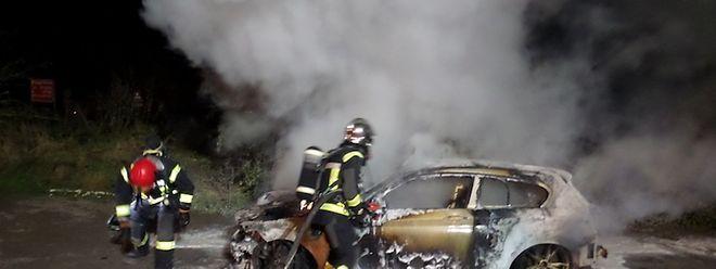 Die Feuerwehr war vor Ort, um den Brand zu löschen.