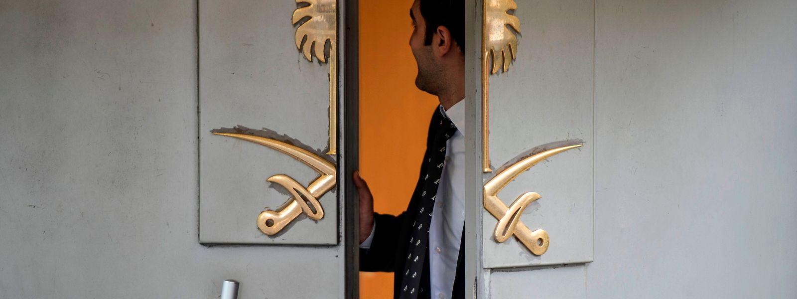 Gleich nach Betreten des Konsulats durch den Haupteingang soll Khashoggi erwürgt worden sein.