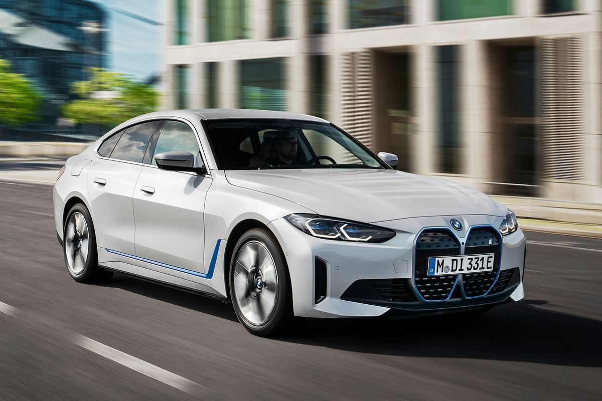 Der BMW i4 präsentiert sich als viertüriges Gran Coupé.