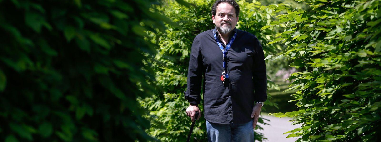 """Fast zweieinhalb Jahre saß Davi Epifanio, 46 Jahre alt, quasi nur im Rollstuhl. Heute schafft er es wieder, kurze Distanzen zu gehen. Den Moment, als er erstmals wieder aufstand, wird er nie wieder vergessen: """"Es war genial. Wir haben es sogar gefilmt."""""""