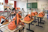 27.10.Schule / Klassenraum / Ferien / Schulbank Foto:Guy Jallay