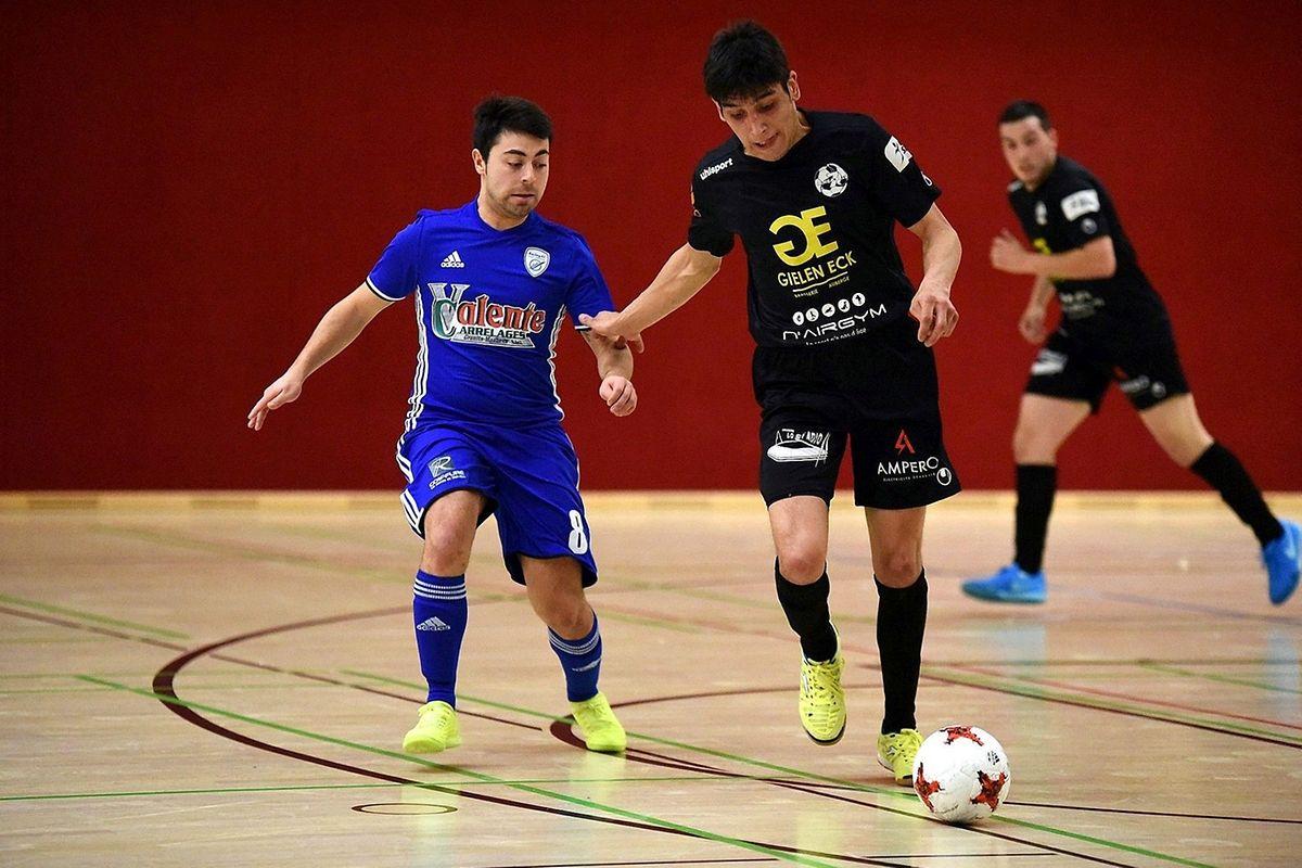 Tiago da Silva Rodrigues au marquage d'Antonio Abreu. Les pensionnaires de Ligue 2 sont venus à bout du Samba 7 ALSS Futsal.