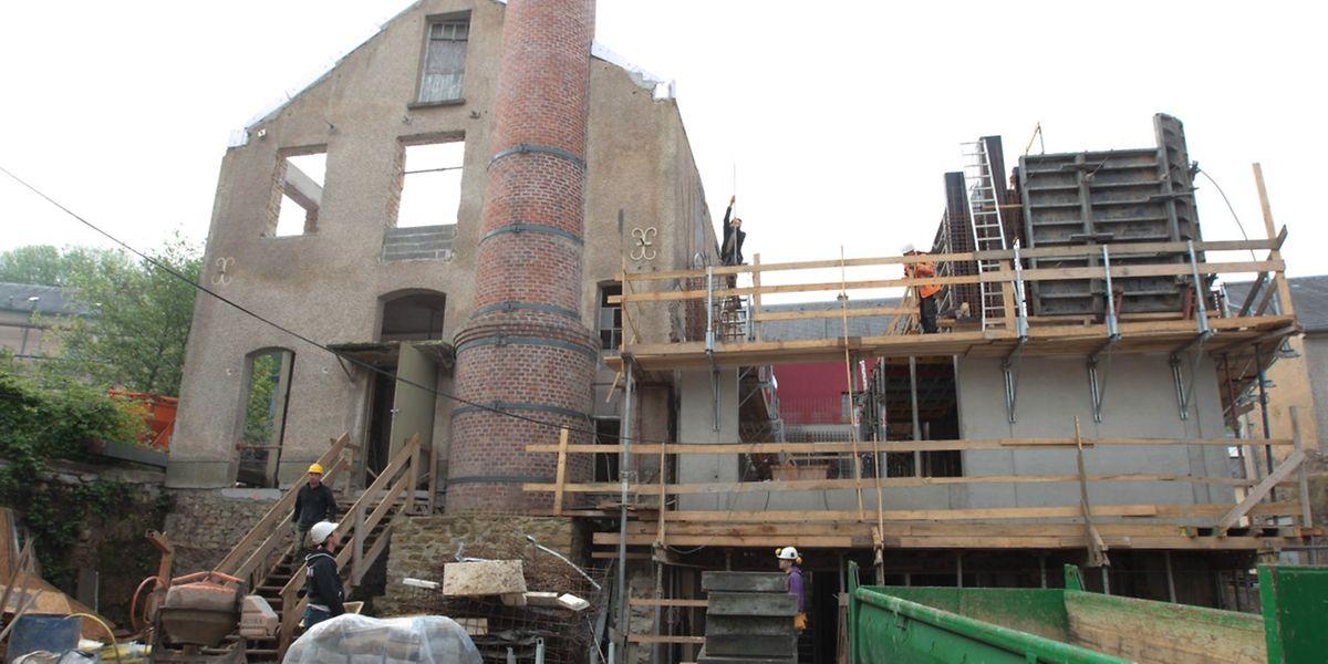 Derweil das Mauerwerk der alten Schreinerei erhalten bleibt, wird daneben ein Neubau errichtet.