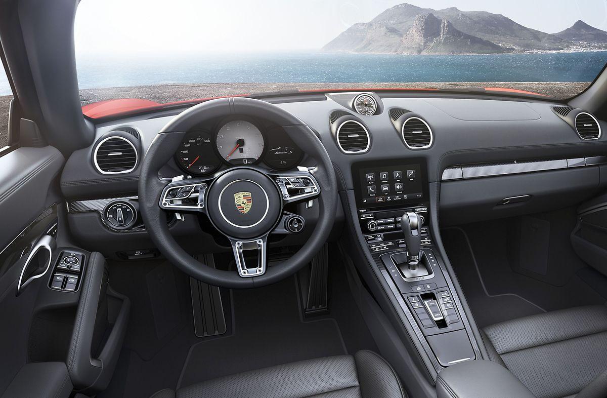 Das Cockpit des Boxster wartet mit der vertrauten Porsche-Umgebung auf, wurde aber im Vergleich zum Vorgänger entschlackt.