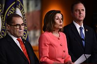 Speaker of the House Nancy Pelosi (D-CA) announces impeachment managers for the articles of impeachment against US President Donald Trump on Capitol Hill January 15, 2020, in Washington, DC. - The House of Representatives is expected to transmit articles of impeachment against Donald Trump to the Senate January 15, 2020, setting the stage for a trial next week that will decide whether the 45th US president is forced from office. After a weeks-long standoff over rules and witnesses, House Speaker Nancy Pelosi and Senate Majority Leader Mitch McConnell announced Tuesday that what will be only the third presidential impeachment trial was now ready to move forward. Pelosi is expected to sign the articles of impeachment at around 5:00 pm (2200 GMT) before they are then ceremoniously transferred from the House and travel through the US capitol's main hallways before being delivered to the Secretary of the Senate. (Photo by Brendan Smialowski / AFP)