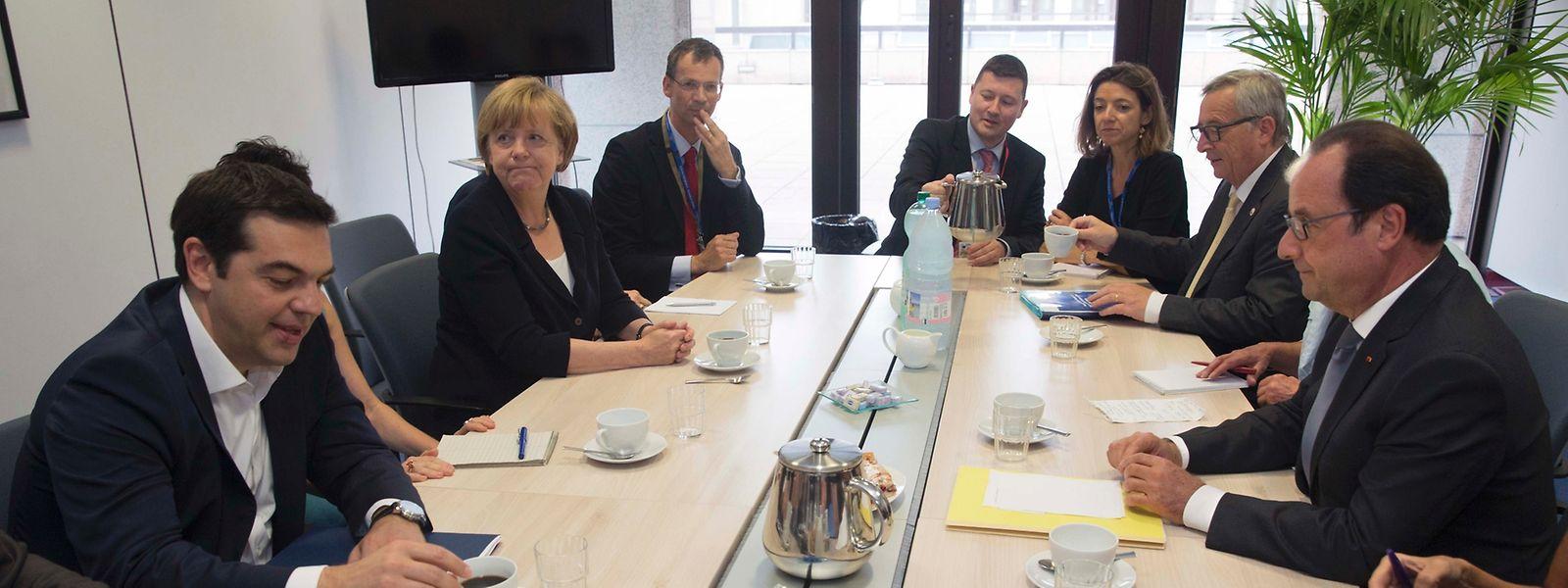 Le Premier ministre grec, à gauche, aux côtés d'Angela Merkel, Jean-Claude Juncker et François Hollande, se rencontrent mardi 7 juillet à Bruxelles avant un sommet de  l'eurozone