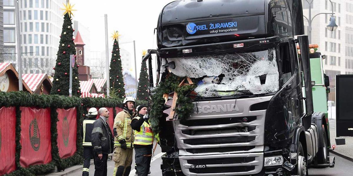 Am 20. Dezember lenkte ein Attentäter diesen polnischen Laster in einen Berliner Weihnachtsmarkt.