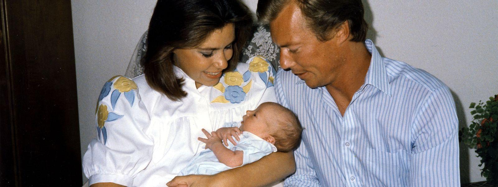 Erstes Familienfoto - kurz nach der Geburt im Jahr 1986: Prinz Louis mit seinen Eltern, dem damaligen Erbgroßherzog Henri und seiner Frau Maria Teresa.