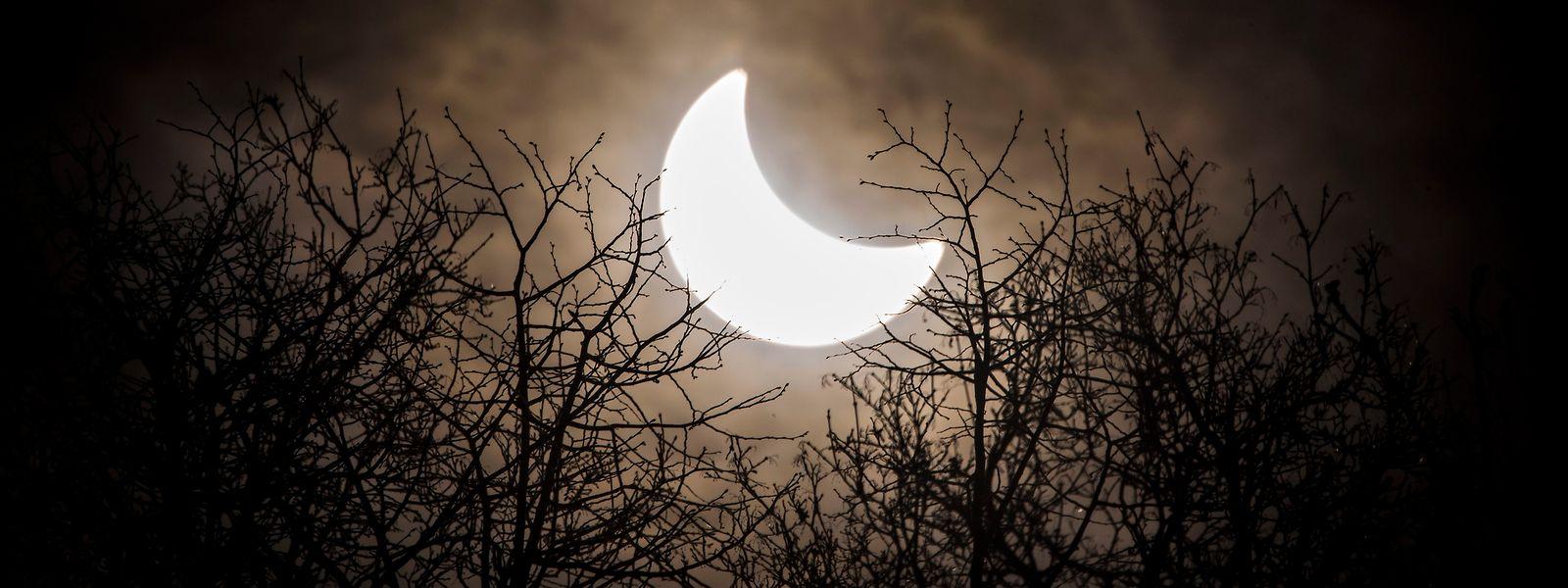 Erstmals seit sechs Jahren ist am 10.06.2021 über Luxemburg wieder eine partielle Sonnenfinsternis zu sehen. Foto von der letzten partiellen Sonnenfinsternis über der Schweiz im Jahr 2015.