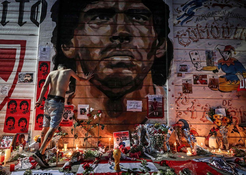 Ein Wandgemälde erinnert in Buenos Aires an Diego Maradona.