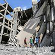Bei dem israelischen Luftangriff wurden nicht nur Gebäude getroffen, sondern auch zwei Teenager durch Granatsplitter getötet.