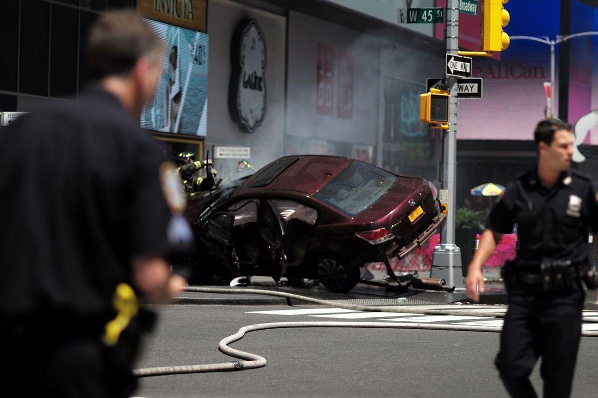 Un ancien militaire américain, avec un casier judiciaire mais apparemment sans motivation terroriste, a fauché 23 piétons à Times Square jeudi à New York, faisant un mort et au moins sept blessés graves sur l'une des places les plus fréquentées au monde.