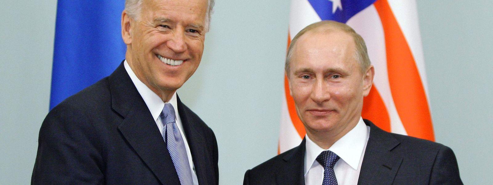 Beim ersten Telefongespräch zwischen US-Präsident Joe Biden (l.) und seinem russischen Amtskollegen Wladimir Putin hagelte es vor allem Kritik.