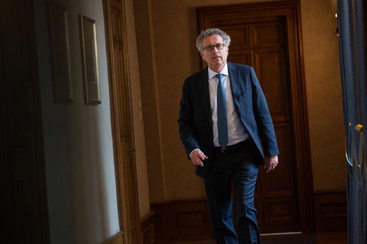 Le ministre des Finances avance sur le chemin de la transparence. Il veille cependant à ne pas se retrouver seul sur cette voie.