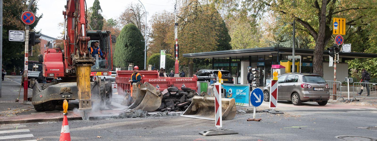 Bei der Charly's Gare haben die Arbeit für den nächsten Abschnitt der Tramtrasse begonnen.