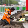 Les travaux continuent pendant le congé collectif sur les chantiers Luxtram / Reportage Luxtram / 02.08.2016 / Kirchberg /  Photo: Julien Ramos /  Imagify