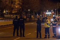 Cessingen , Polizeieinsatz , Abschluss , Person wird per Ambulanz abtransportiert Foto:Guy Jallay/Luxemburger Wort