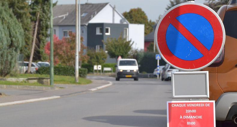 Um der nächtlichen Lärmbelästigung Herr zu werden, gilt ab sofort ein Parkverbot in der Rue des Prés. / Foto: Frank WEYRICH
