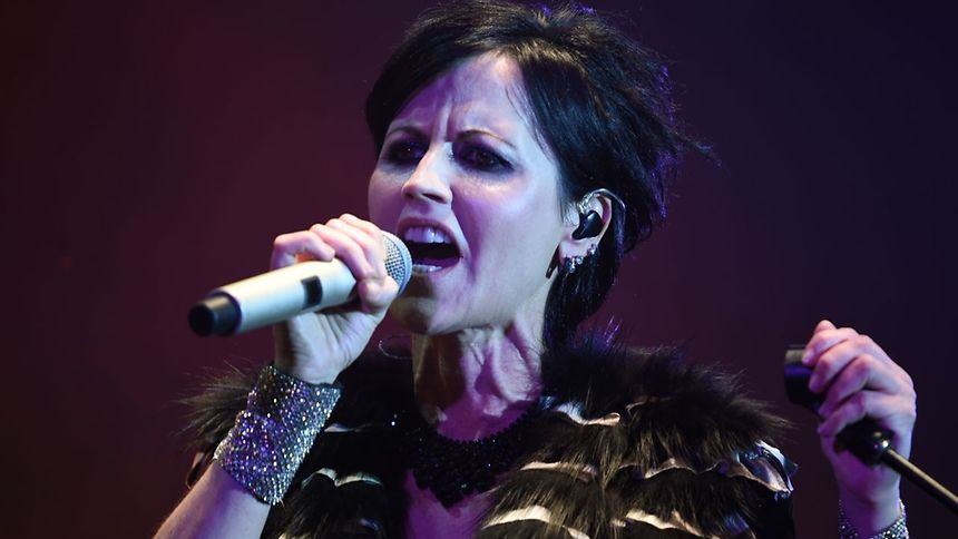 La chanteuse, qui écrivait les textes du groupe, «était à Londres pour une courte session d'enregistrement».