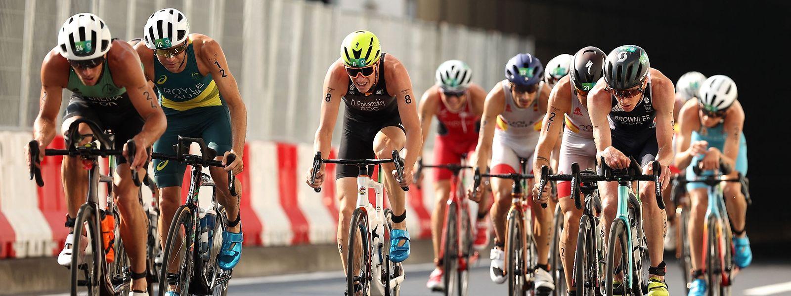 À esquerda, (n°24) o atleta português João Pereira em prova nos Jogos Olímpicos deste ano, no Japão.
