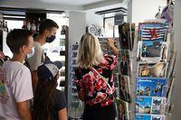 online.fr, Touristen, Souvenirladen, Kauf geht laut Geschäftsleuten stark zurück wegen Corona, Foto: Anouk Antony/Luxemburger Wort