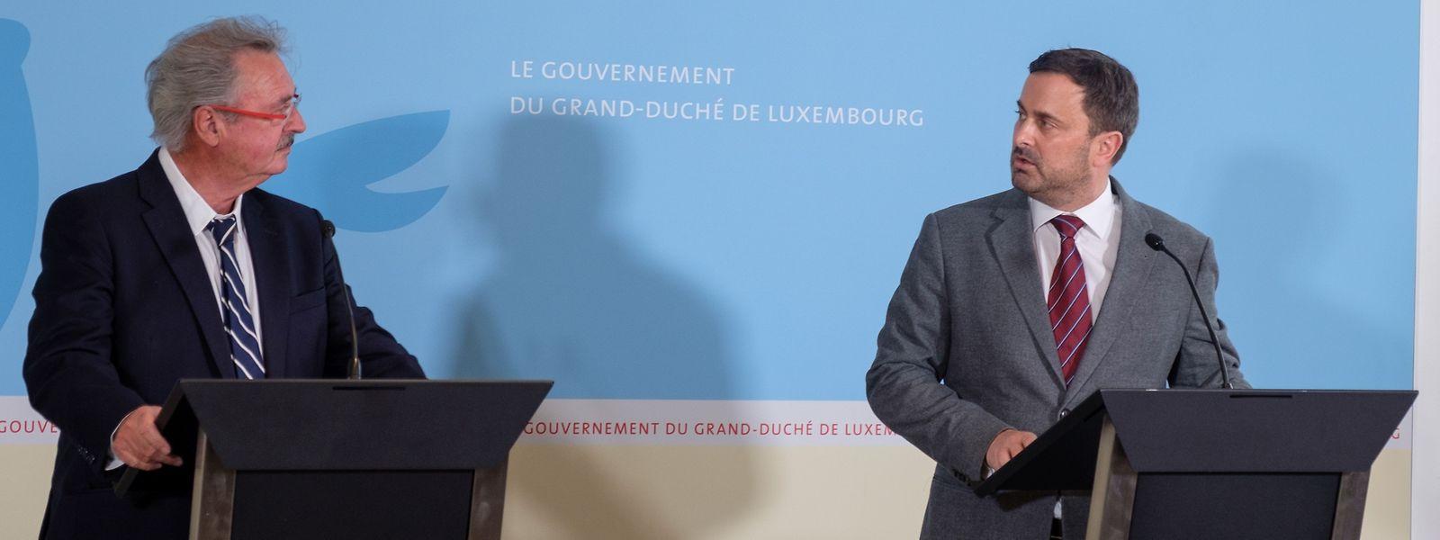 Premier Xavier Bettel (r.) und Außenminister Jean Asselborn: Auf alle Szenarien vorbereiten.