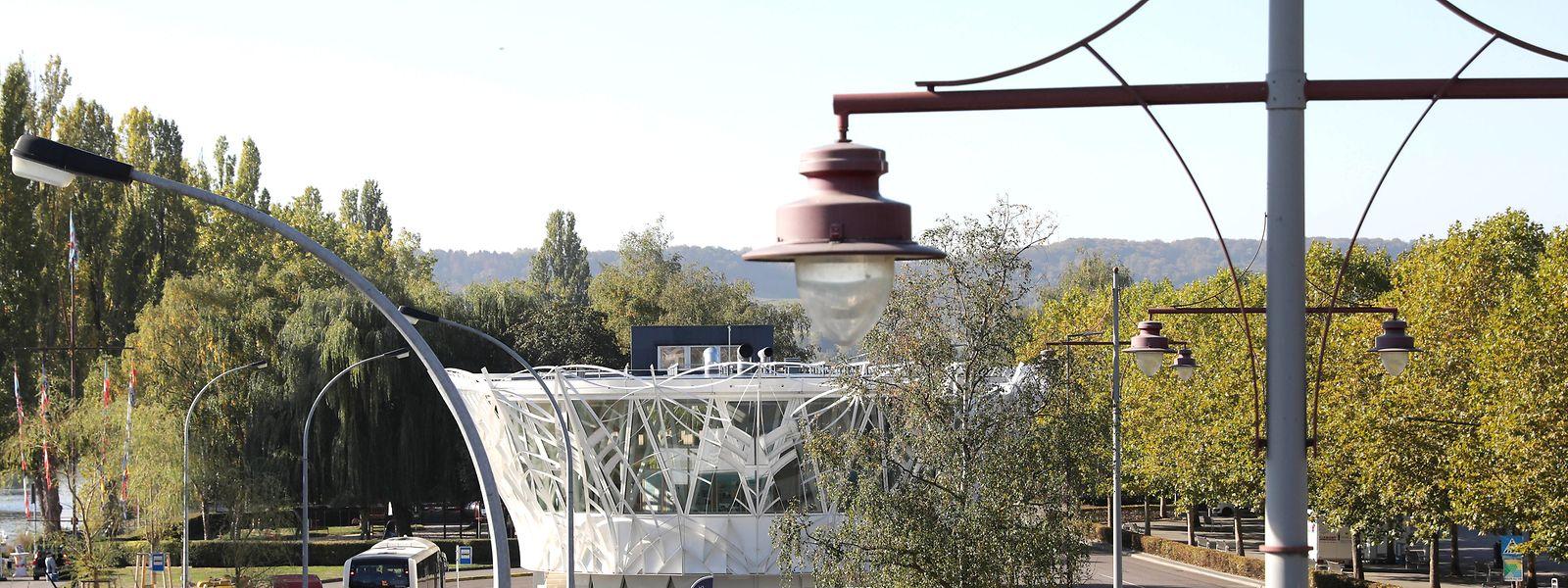 Vom Centre Visit Remich fahren die Busse in Richtung Luxemburg-Stadt und in die Nachbargemeinden. Oft stehen sie schon hundert Meter weiter im Stau.