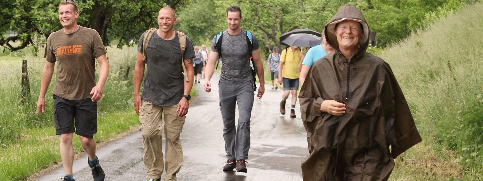 Mal Regen, mal Sonne und stets recht schwül: Das wechselhafte Wetter machte so einigen Teilnehmern der Marche internationale in Diekirch zu schaffen.
