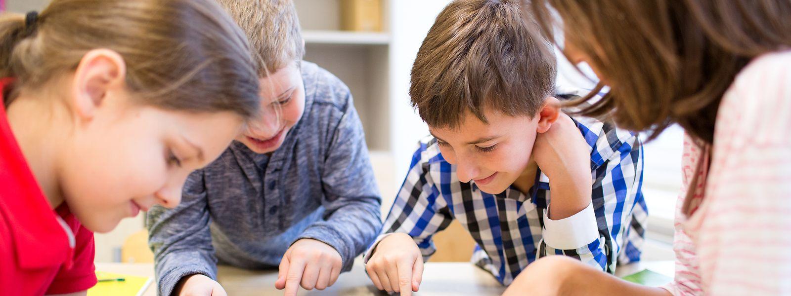 Dès la maternelle et jusqu'au baccalauréat, les programmes français sont axés sur l'acquisition de compétences numériques.
