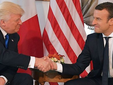 US President Donald Trump (L) and French President Emmanuel Macron (R) shake hands ahead of a working lunch, at the US ambassador's residence, on the sidelines of the NATO (North Atlantic Treaty Organization) summit, in Brussels, on May 25, 2017. / AFP PHOTO / Mandel NGAN