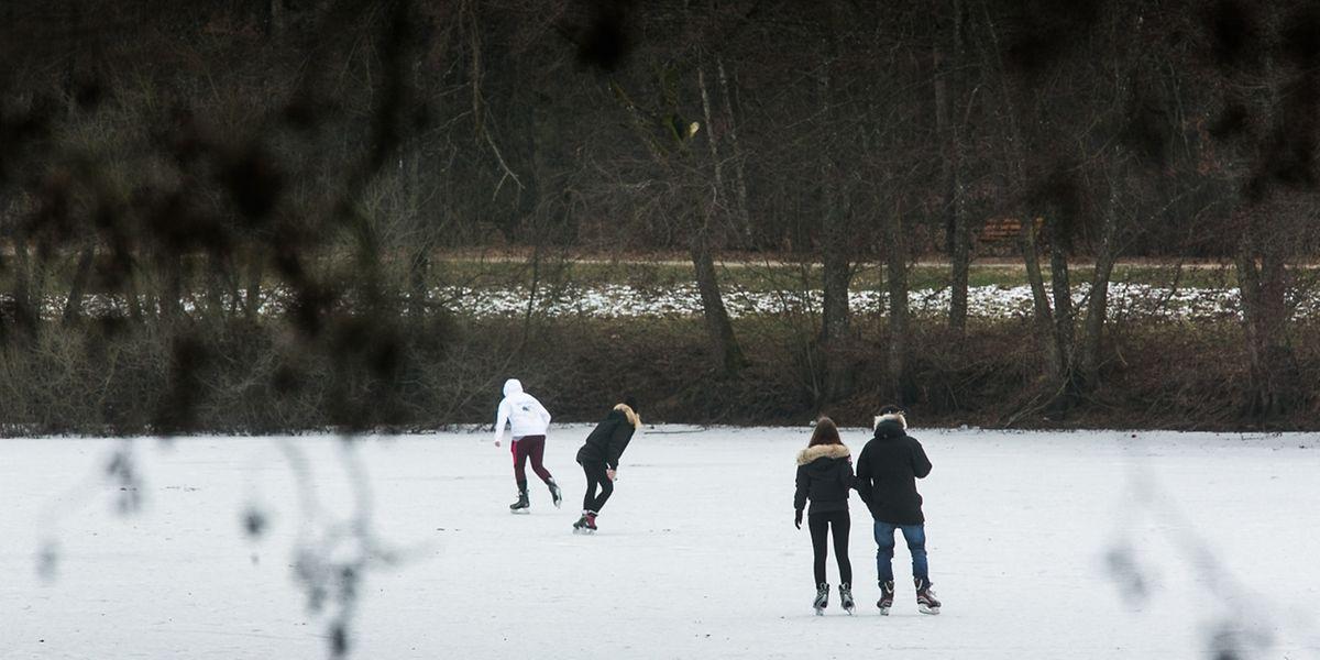 Die Kälte machte es möglich: Schlittschuhlaufen auf dem See in Kockelscheuer.