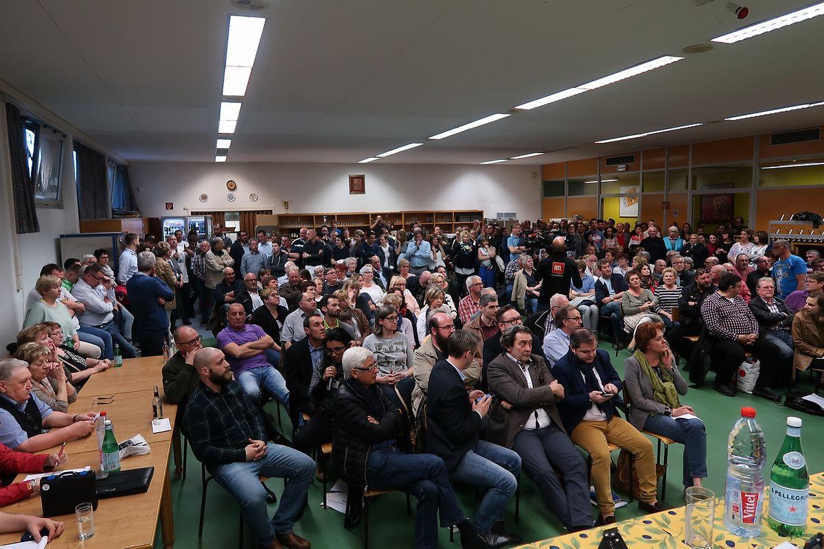 Etwa 250 Personen haben an der Informationsversammlung teilgenommen.