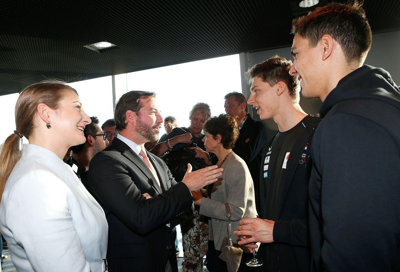 Die Luxemburger Athleten wurden Erbgroßherzog Guillaume (l.) und die Erbgroßherzogin Stéphanie in  Reykjavik empfangen.
